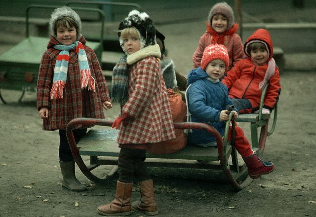 ca. October 1985, Moscow, USSR --- Soviet Children Playing --- Image by © Wally McNamee/CORBIS