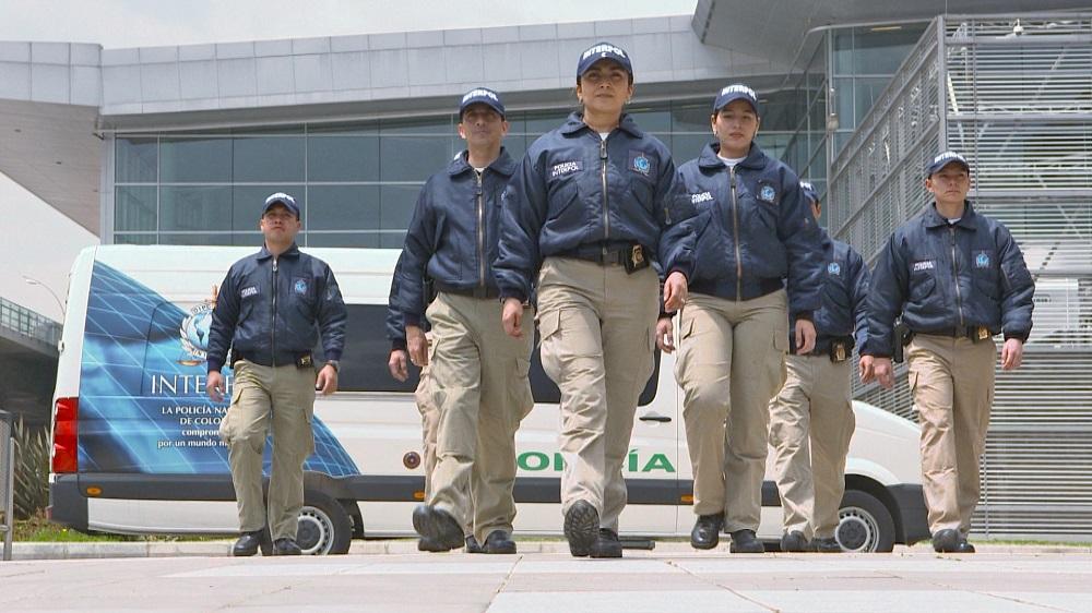 Interpola aģentu patruļa.